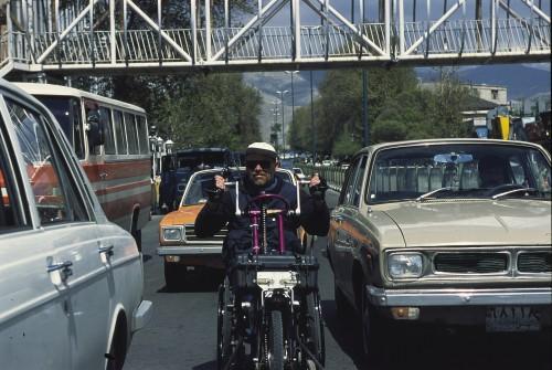 Wer die ungeschriebenen Regeln im Teheraner Verkehr übernimmt, kommt gut durch!