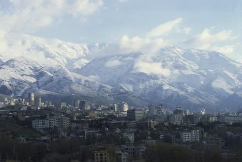 Innerhalb der Flächenstadt Teheran liegt der Höhenunterschied bei fast 1.000 Metern