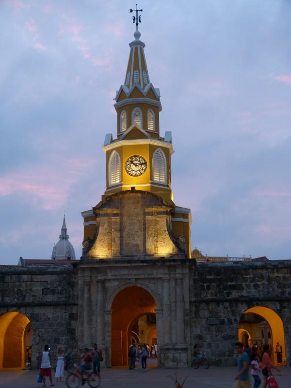 "Der markante Uhrenturm ""Torre del Reloj"""