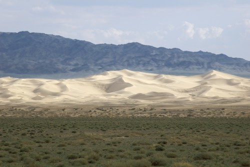 Sanddüne Khongoriin Els vor dem Altai