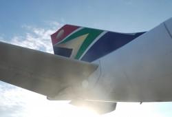 Flugzeugheck in den Farben Südafrikas