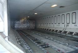 Frachtraum: Über die Schienen wird das Gepäck richtig positioniert.