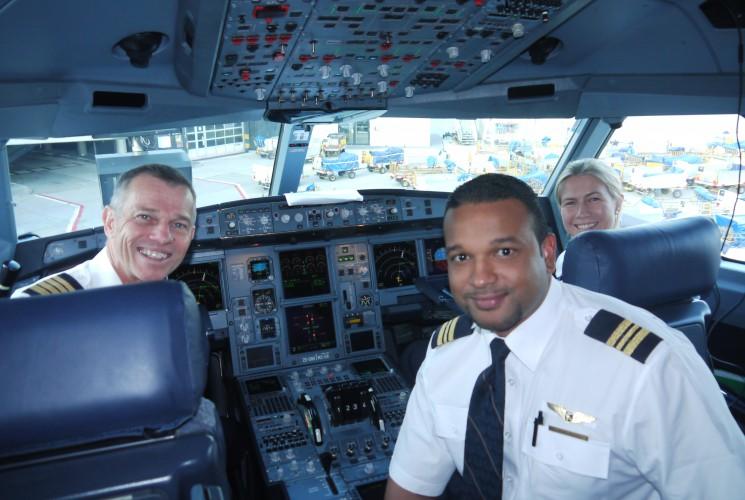 Die Piloten freuen sich auf den Flug.