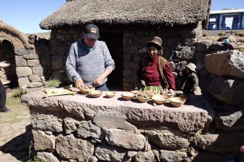 Auch heute besucht Lucio noch gern die indigenen Einwohner Perus