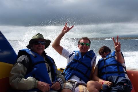 Eine abenteuerliche Überfahrt nach Isabela für Gerhat Eickemeyer (l) und seine Mitreisenden