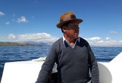 Leocadio ist unserer gute Seele auf dem Titicaca-See. Der Bootskapitän schippert WORLD INSIGHT-Reisegäste über den heiligen See und zu seinem Geburts- und Heimatort, der Isla del Sol.