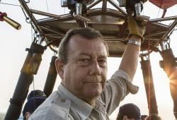 Los geht's zum Flug über das Tempelmeer – unser Pilot Graham öffnet das Ventil und Heißluft strömt in den Ballon.