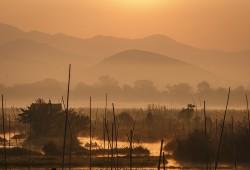 Morgens entsteht eine mystische Stimmung am Inle-See.