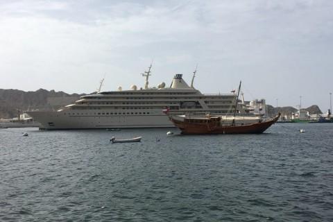 Luxus - die neue Yacht des Sultans gleicht einem Kreuzfahrtschiff