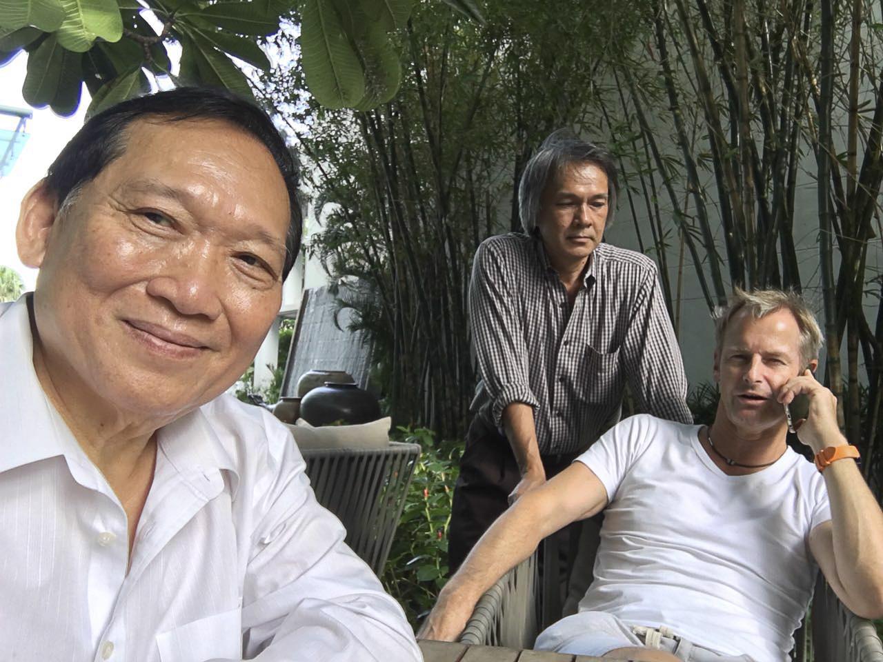Unser Country Manager, Khun Tira, links, ist wie mein Pi Chai - wie ein großer Bruder für mich