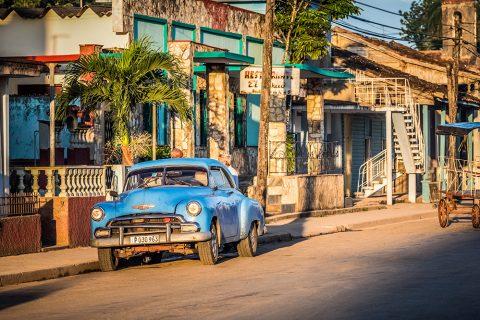 Oldtimer bestimmen das Straßenbild auf Kuba