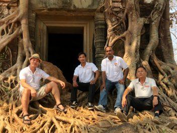On tour: Path in Kambodscha